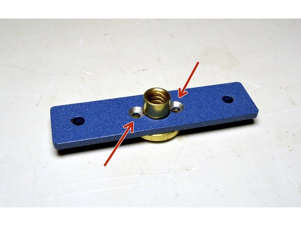 Place the Lead Screw Plate over the lead screw nut as shown in the picture