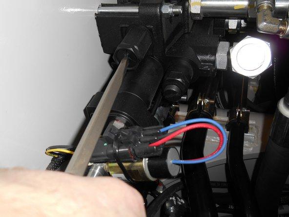Set the swing pilot reducing valve pressure. (2 Minutes)