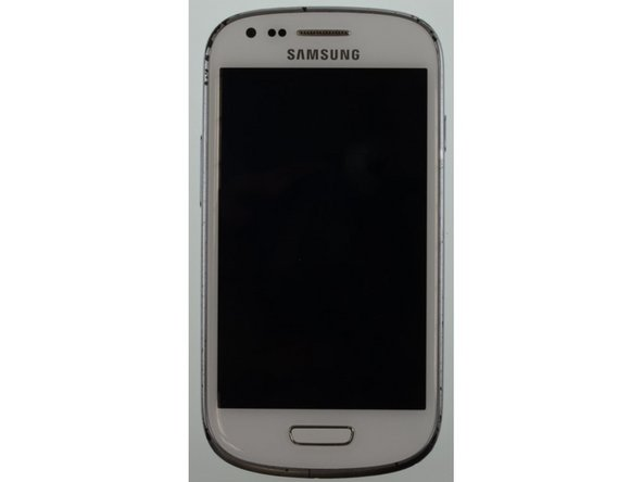 You see here the front and the back of the Samsung Galaxy S3 Mini