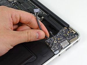 "MacBook Air 13"" Mid 2011 I/O Board Replacement"