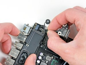 """MacBook Pro 13"""" Unibody Early 2011 MagSafe DC-In Board Replacement"""