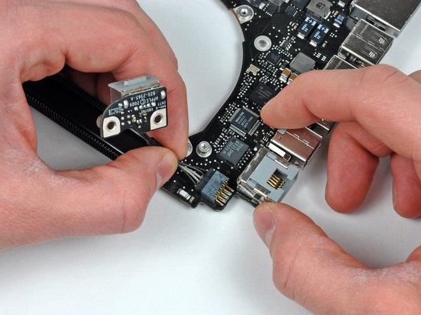 "MacBook Pro 15"" Unibody Mid 2009 Logic Board Replacement"