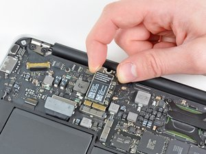 "MacBook Air 11"" Late 2010 AirPort/Bluetooth Card Replacement"